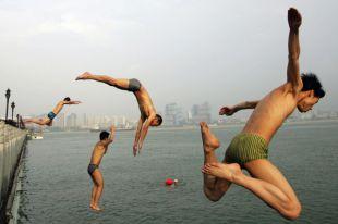 Судороги и переохлаждение. Чем опасно купание в холодной воде