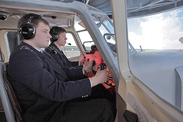 Летчик Сергей Иванов: «На всю страну только два вуза готовят командиров экипажей. Но получить корочку — ничего не значит»