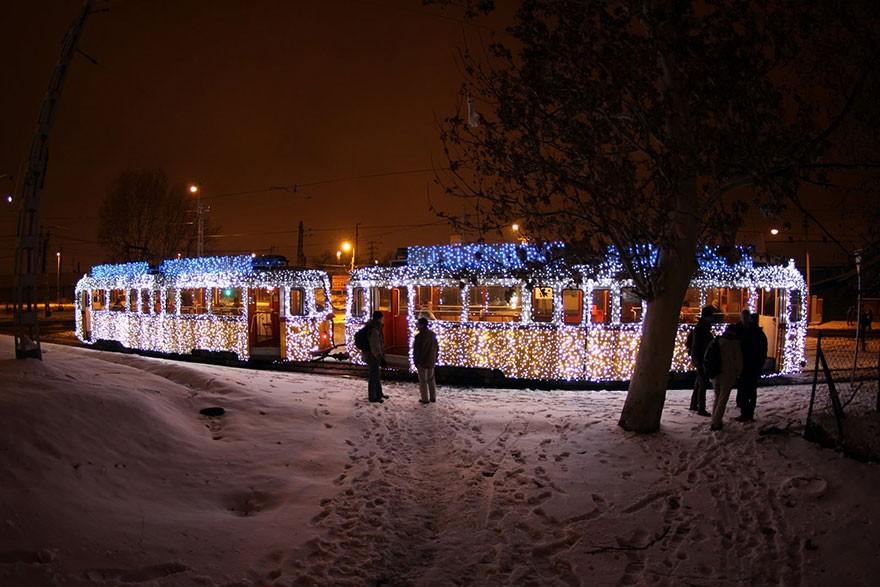 trams05 Чудесные светящиеся трамваи в ночном Будапеште
