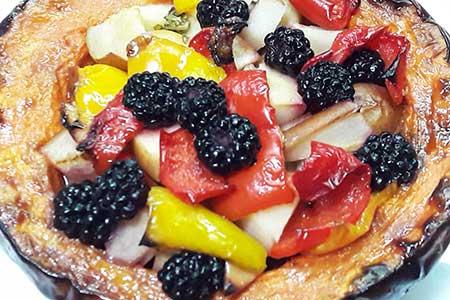 Тыква запеченная с фруктами и овощами