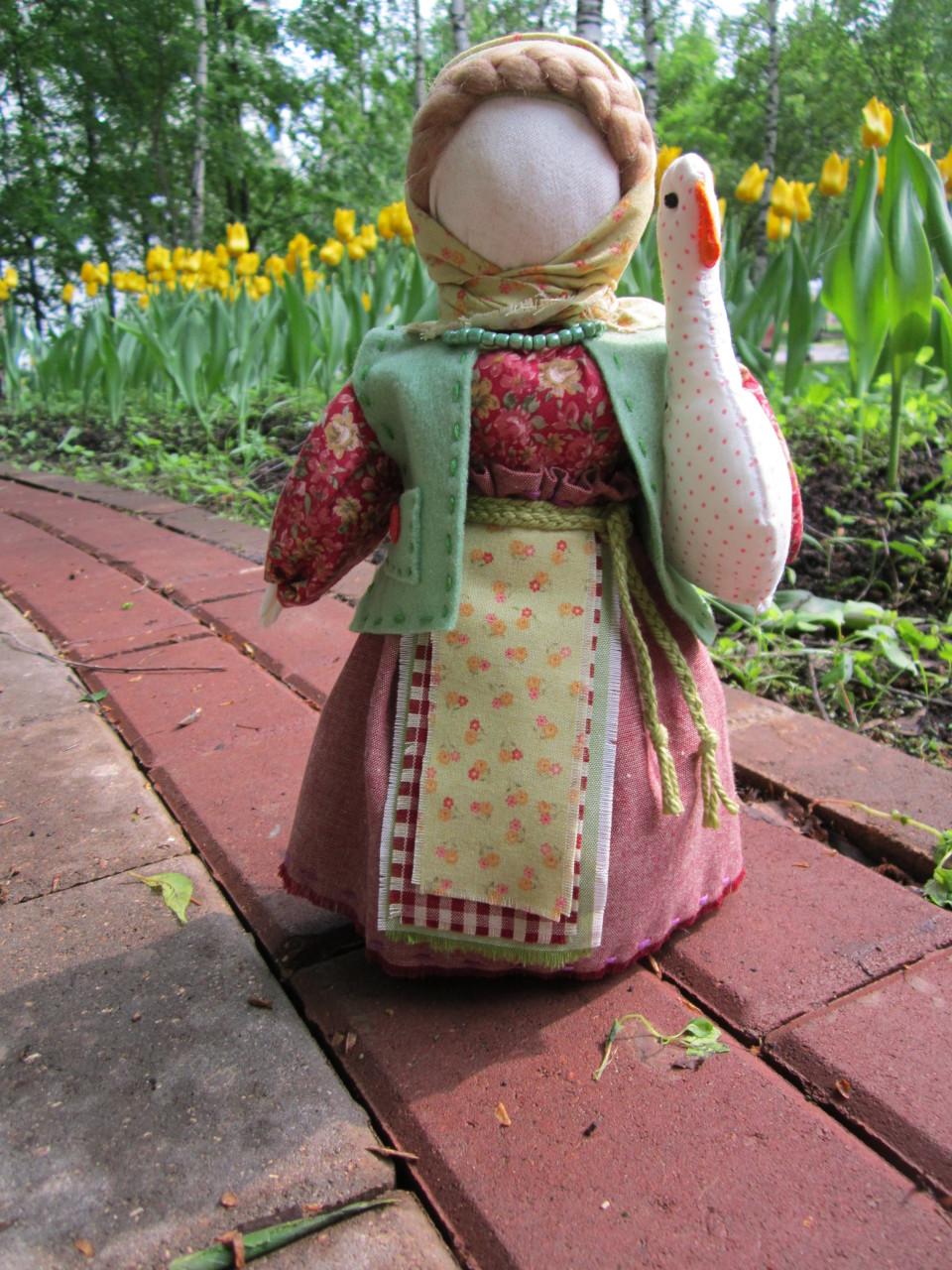Игровые куклы- Фрося с гусём, Баба в коротайке да Ягодка.