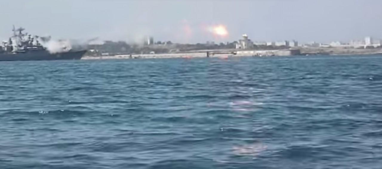 Неудачный пуск ракеты с корабля на празднике ВМФ в Севостополе