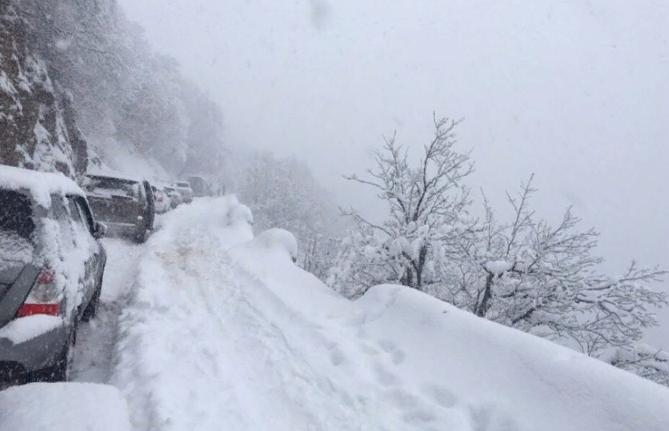 Сход снега временно заблокировал горную дорогу Ай-Петри - Ялта в Крыму