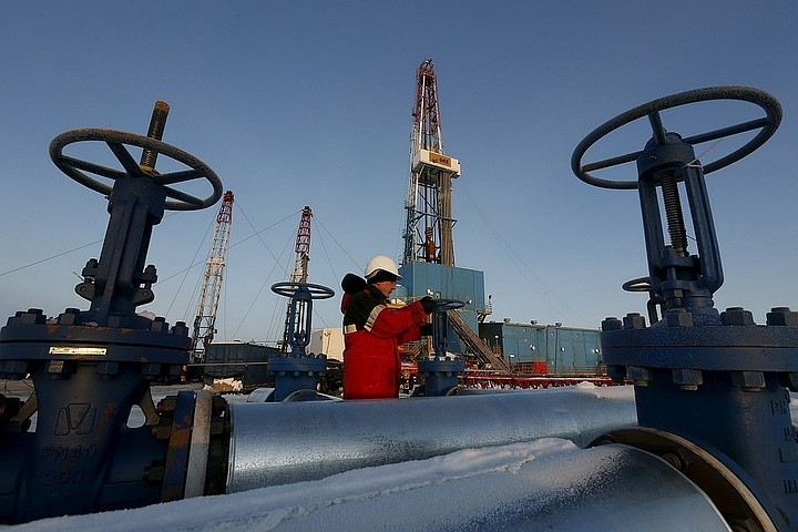 Страны ОПЕК решили увеличить добычу нефти на 1 млн баррелей в сутки