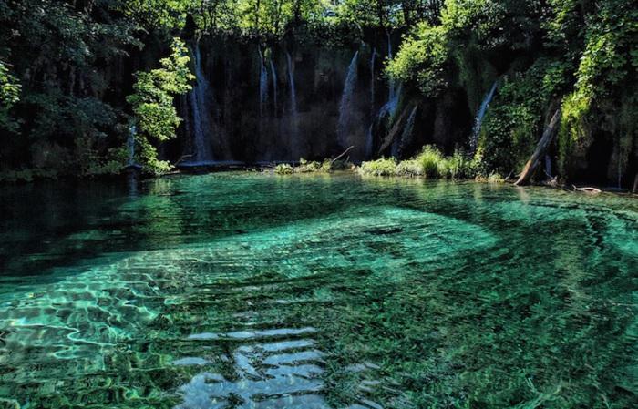 Плитвицкие озера внесены в список всемирного наследия ЮНЕСКО.