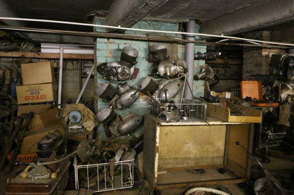 Клуб старинных мотоциклов Санкт-Петербурга. Подвал под гаражом.