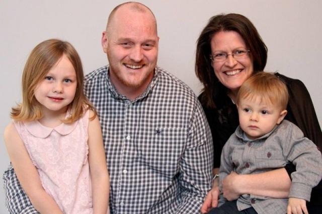 Когда их отец умер, они запустили в небо шарик с запиской. Спустя 2 месяца произошло невероятное!