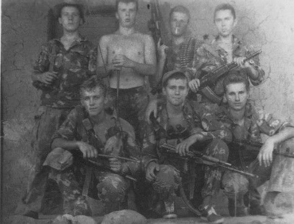 Бойцы 12-й заставы Московского погранотряда незадолго до знаменитого боя. Таджикистан, лето 1993 года.