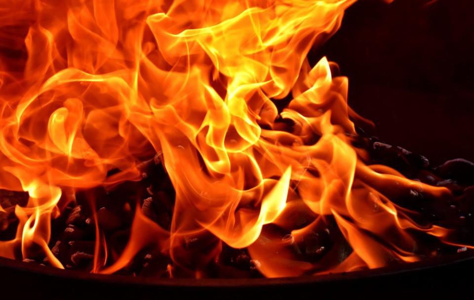 В Екатеринбурге загорелись ч…