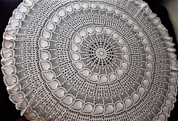 Красивая скатерть для круглого стола