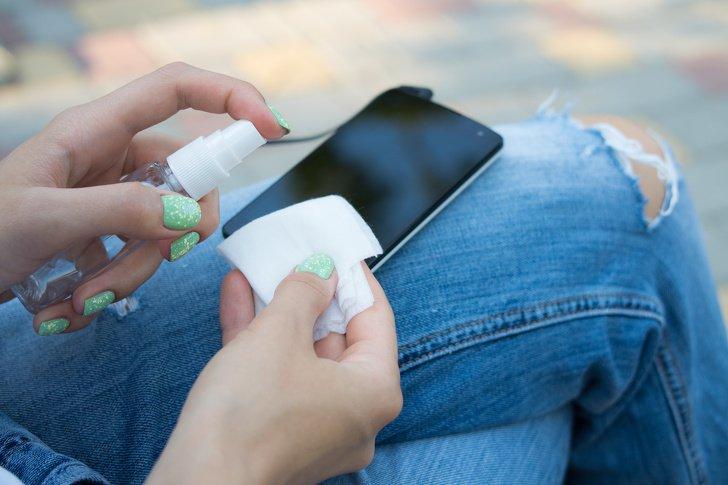 9 проблем, с которыми справляется обычный антисептик для рук.