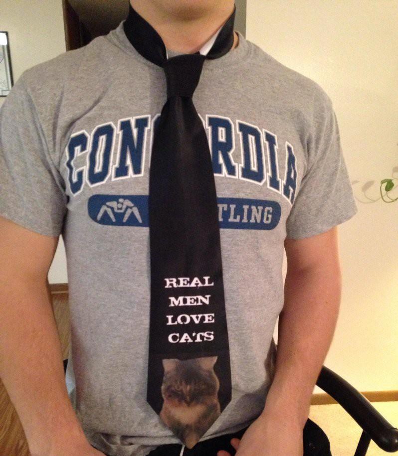 17. Настоящие мужчины любят котиков и ненавидят идиотские галстуки. галстуки, странные люди