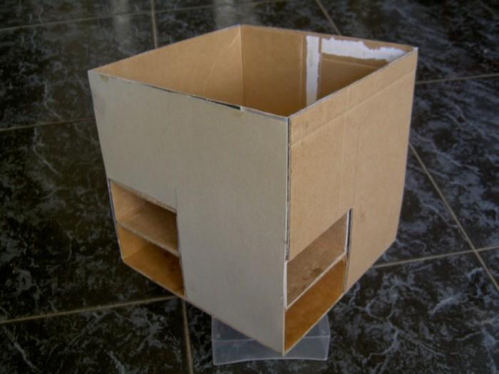 Самый верхний ярус сделала просто коробочкой и все бока для прочности и ровности обклеила картоном