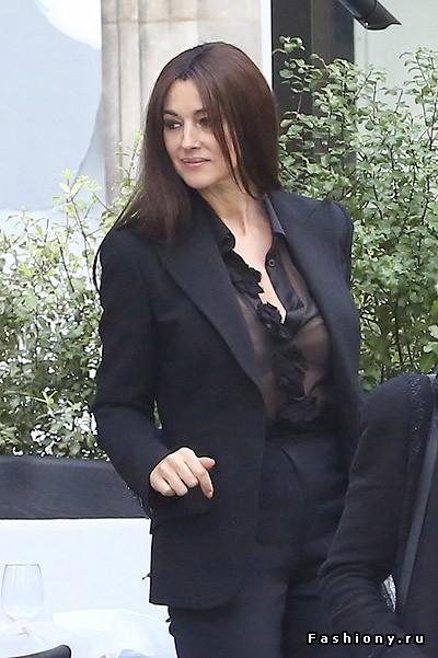 Моника Беллуччи откровенно радует поклонников и папарацци своими секси-нарядами