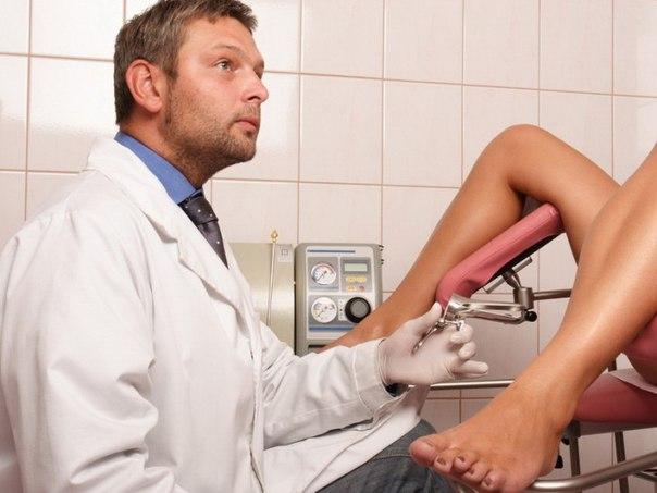Девушка зашла в кабинет к гинекологу и, увидев, что доктор – мужчина, начала сильно стесняться.