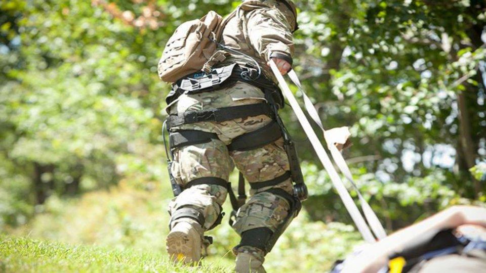Экзоскелет для военных помож…