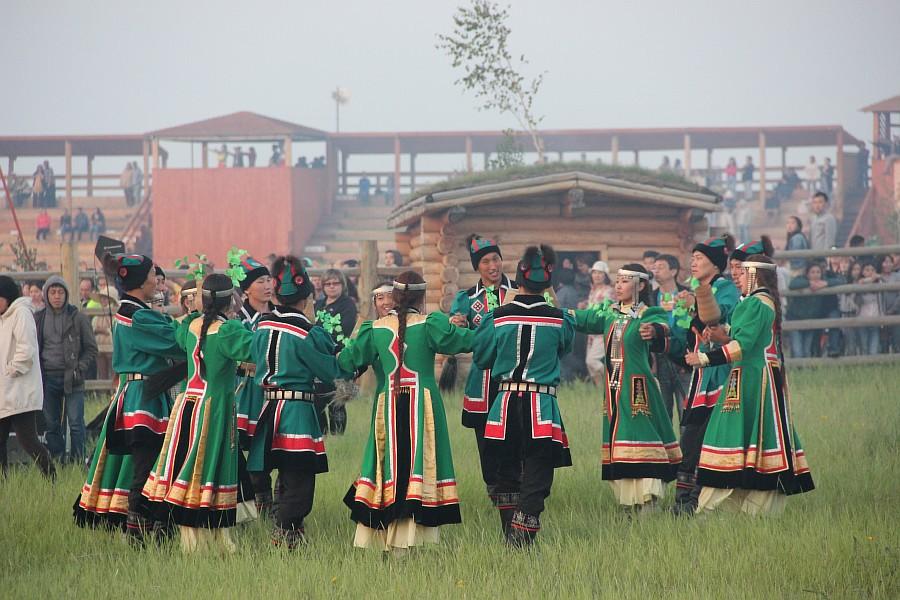 Обряд встречи солнца в Якутии