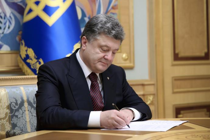 Порошенко запретил иностранным судам заходить в Севастополь и Керчь