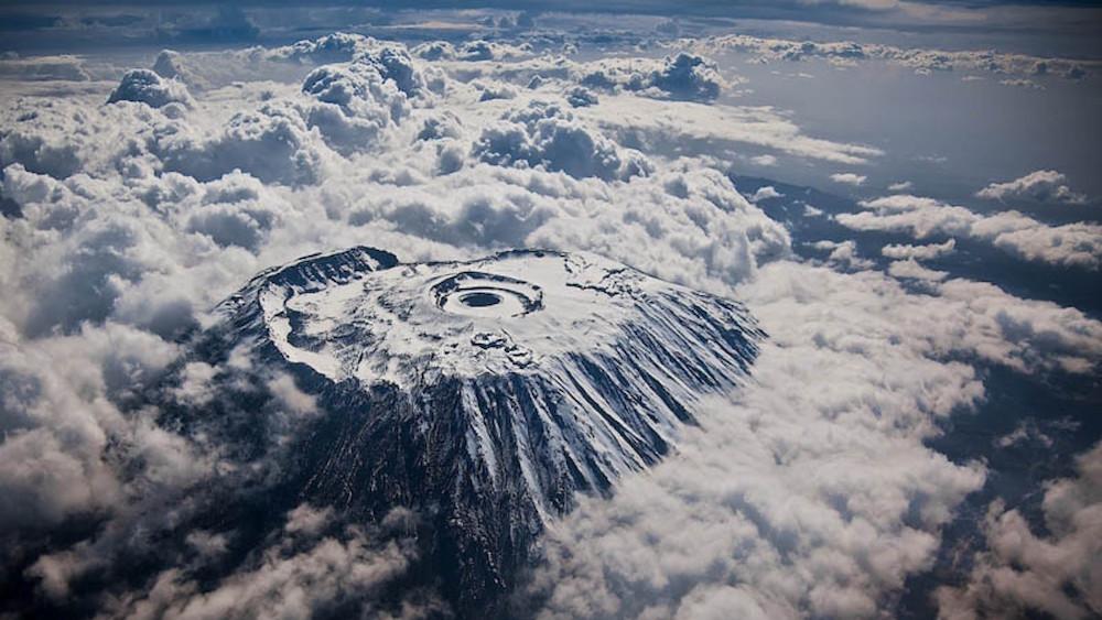 19. Вид на гору Килиманджаро сверху. люди, мир, удивительные фотографии