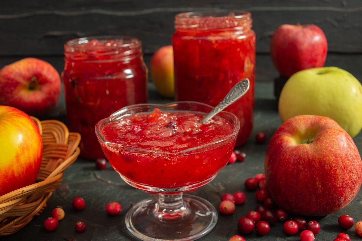 Яркое клюквенное варенье с яблоками
