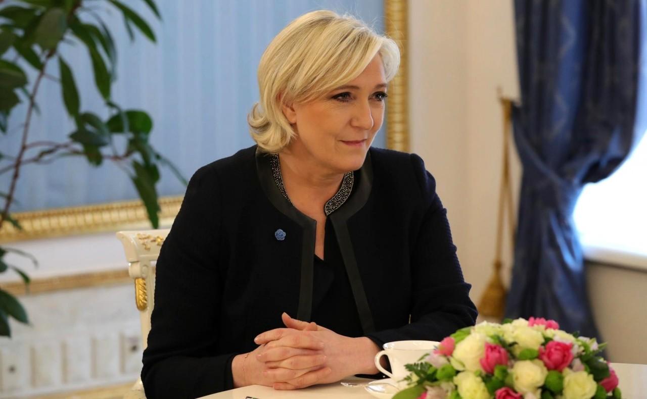 Марин Ле Пен и Эмманюэль Макрон отдали свои голоса на выборах во Франции