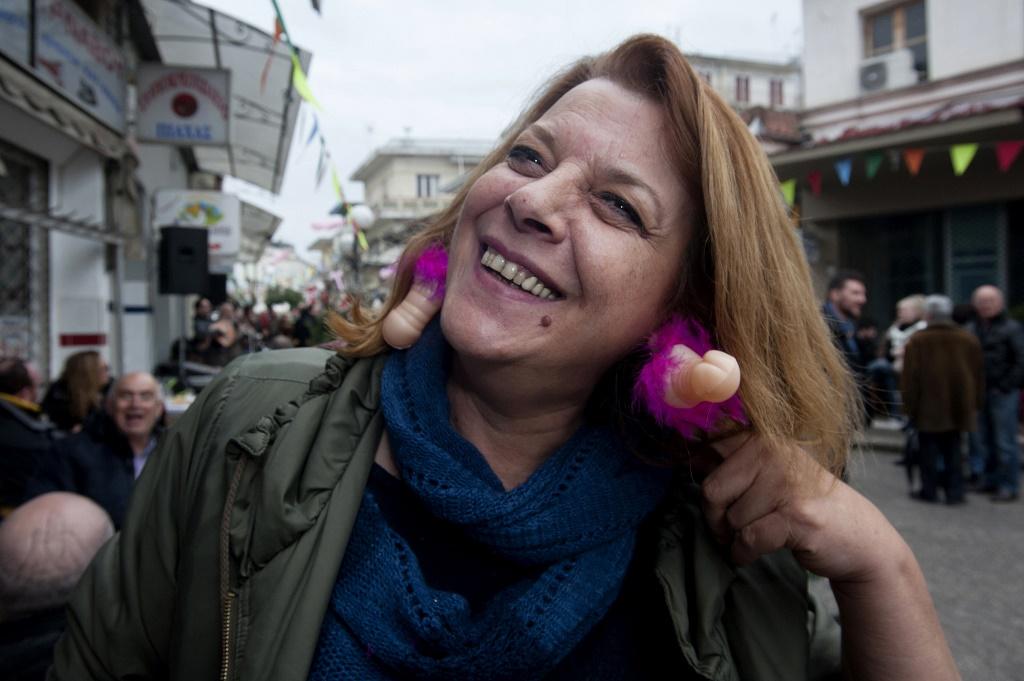 Самый нелепый обычай в Греции-12