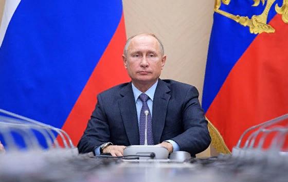 Путин объяснил, почему не отвечает на звонки Порошенко
