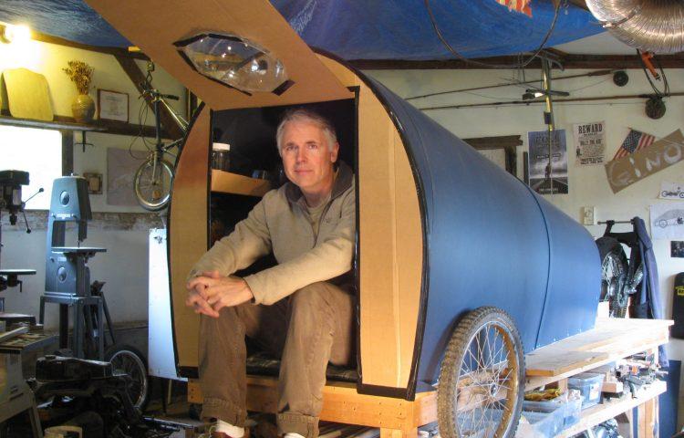 Этот мужчина построил себе мини-дом за 150$