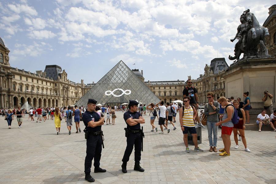 Парижский шик — трусы с карманами: Париж наводнили орды карманников. Будьте бдительны