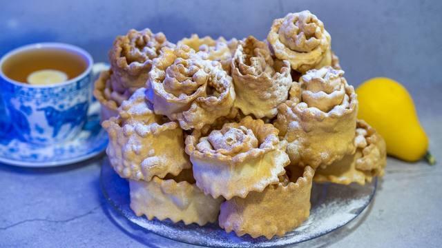 Печенье «хворост» в виде красивых розочек, по-домашнему