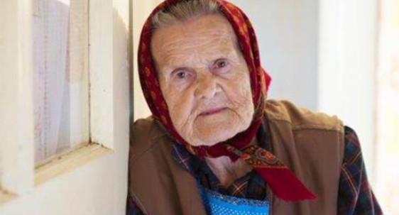 Моя бабушка уже как год после инсульта не встаёт. Я стоял на балконе и грустил…