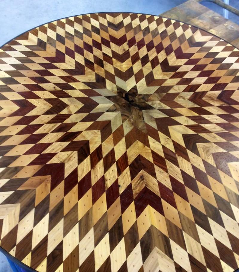 У нее стали получаться интересные мозаики из различных оттенков дерева доски, своими руками, столешница