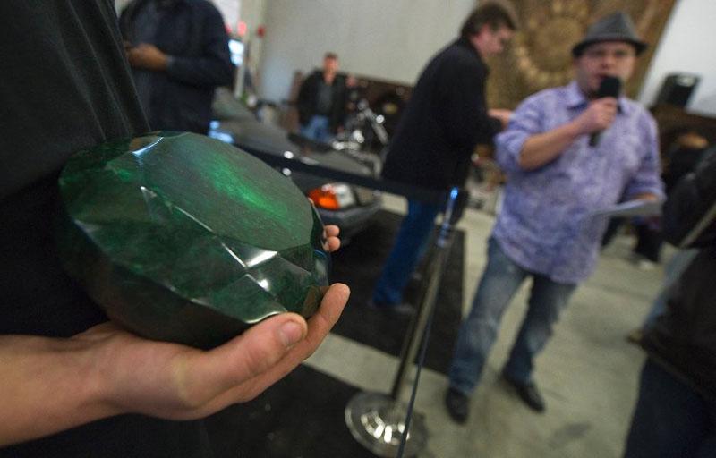image 309859 galleryV9 oeps Самый большой в мире изумруд размером с арбуз больше не продается