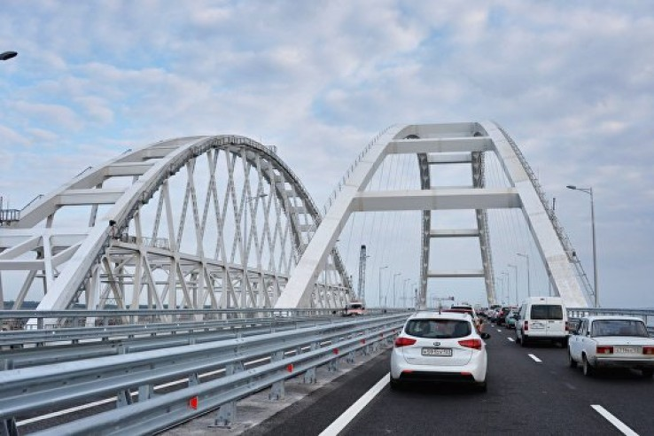По Крымскому мосту проехали …