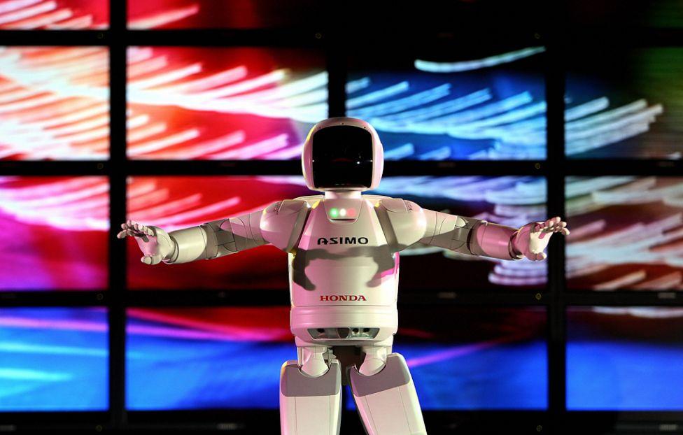 950 Стирая границу между роботом и человеком