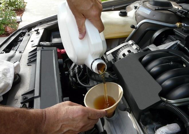 С чем связан большой расход масла двигателя