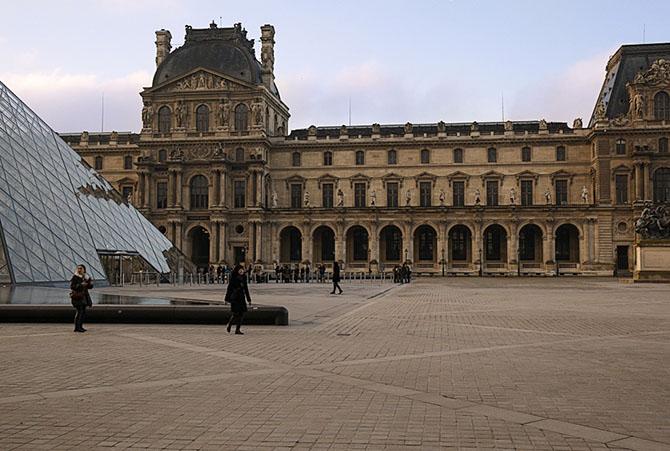 Раннее утро в Париже