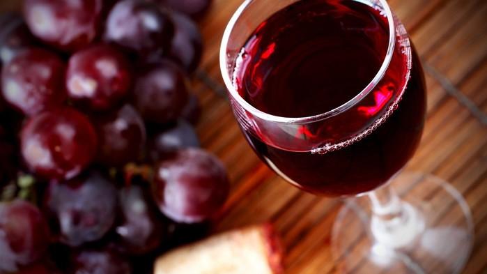 Как проверить качество вина: 4 простых способа