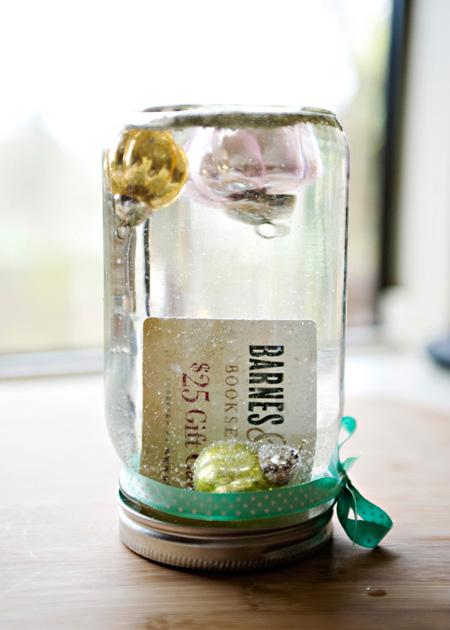 подарок-сюрприз в банке с глицерином