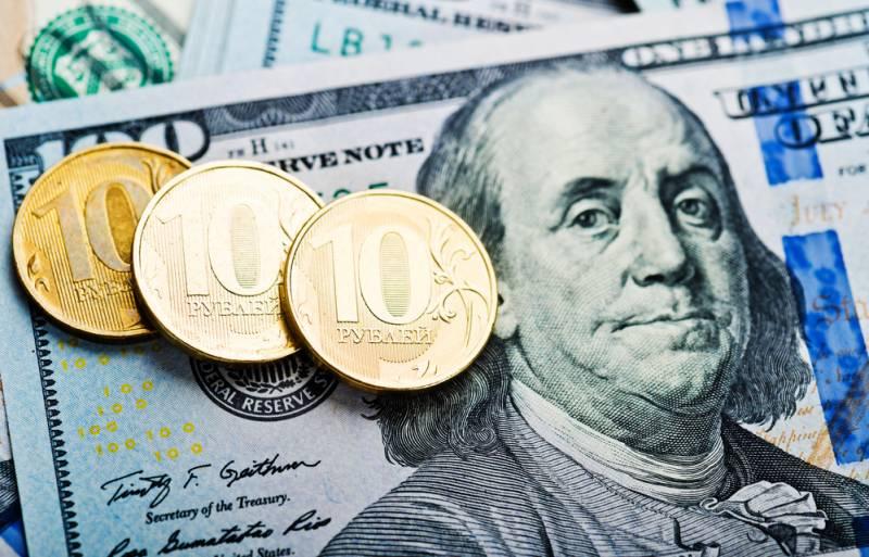 Россиян заставят поменять доллары на рубли и евро