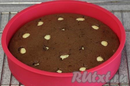 Поставим наш пирог в разогретую до 180 градусов духовку на 40 минут (можно проверить готовность зубочисткой).<br />