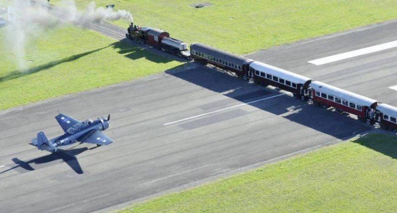 Картинки по запроÑу Ðеобычный аÑропорт в Ðовой Зеландии, по взлетной полоÑе которого курÑируют поезда