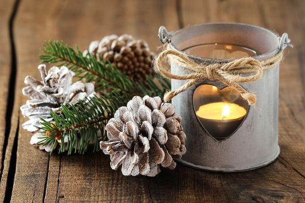 Разнообразие идей новогоднего декора из шишек