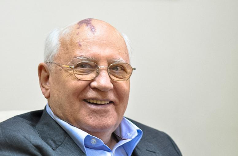"""""""Спаситель России"""" Горбачев  : """"Мне стыдно за Путина и Медведева. Они нескромно поступают..."""""""