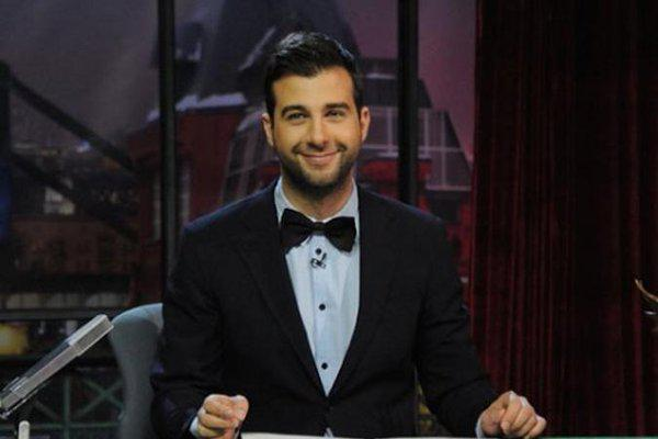 Американского телеведущего напоили водкой на шоу «Вечерний Ургант» и «пообещали» победу на следующих выборах