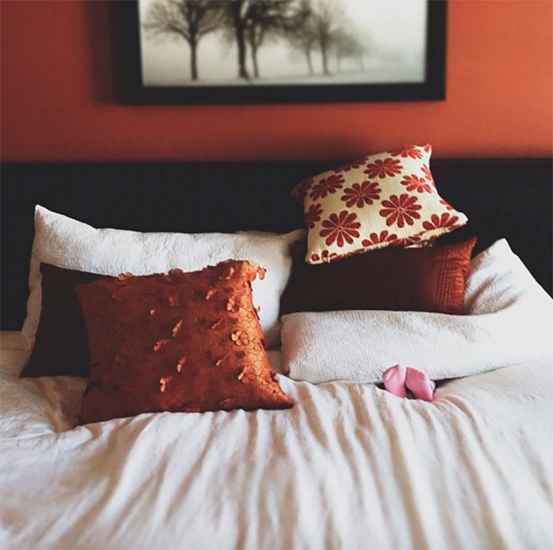 6. Может, посмотреть под подушками? дети, прятки