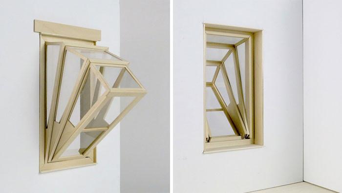 Это окно превращается в уютный балкончик, открывая в маленьких квартирах вид на небо и улицу балкон, окно