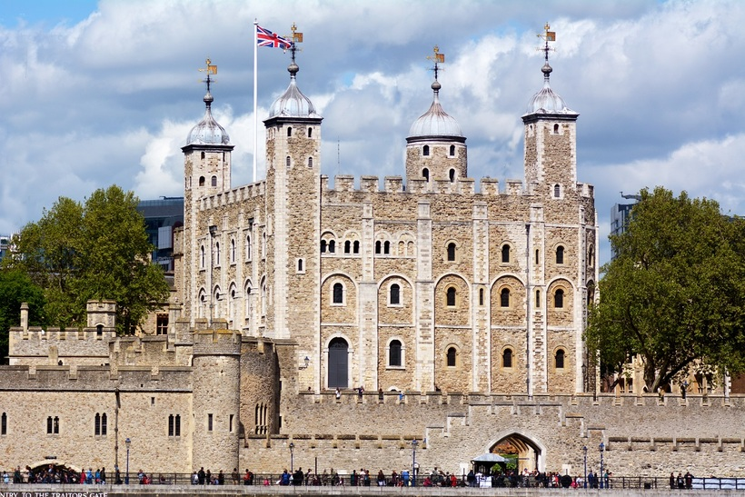 http://s0.travelask.ru/system/images/files/000/155/923/wysiwyg/Tower-of-London.jpg?1486469297