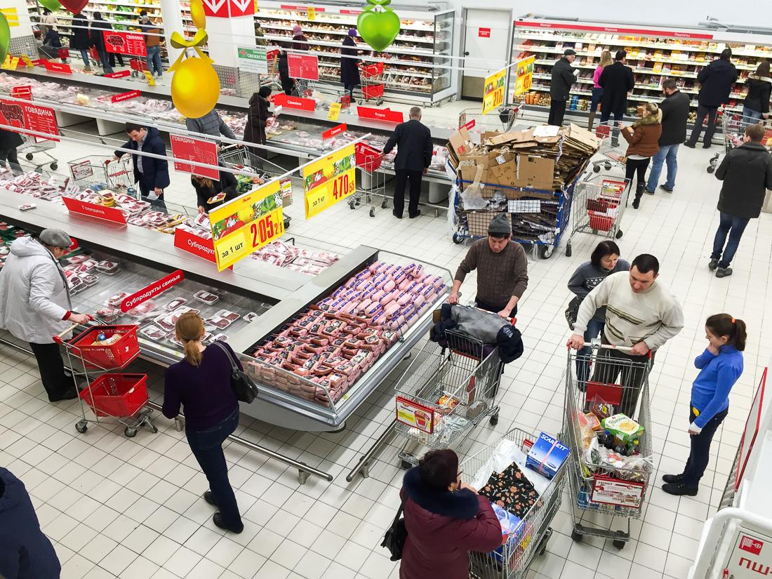 Ашан против Глобуса Гурмэ: где покупать продукты на новогодний стол?