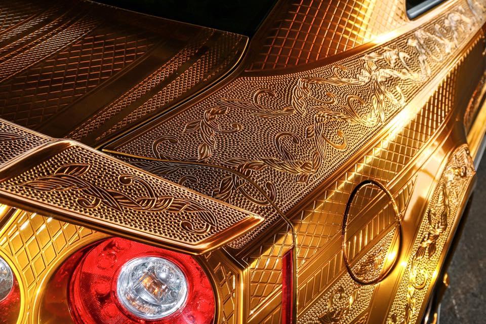 Золотые самурайские доспехи для Nissan GT-R - роскошный японский тюнинг!